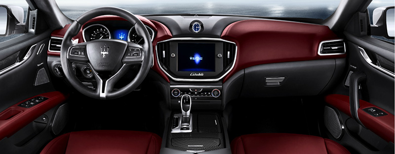 2014-Maserati-Ghibli-console