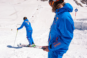 Ski-instructor-with-student-on-downhill